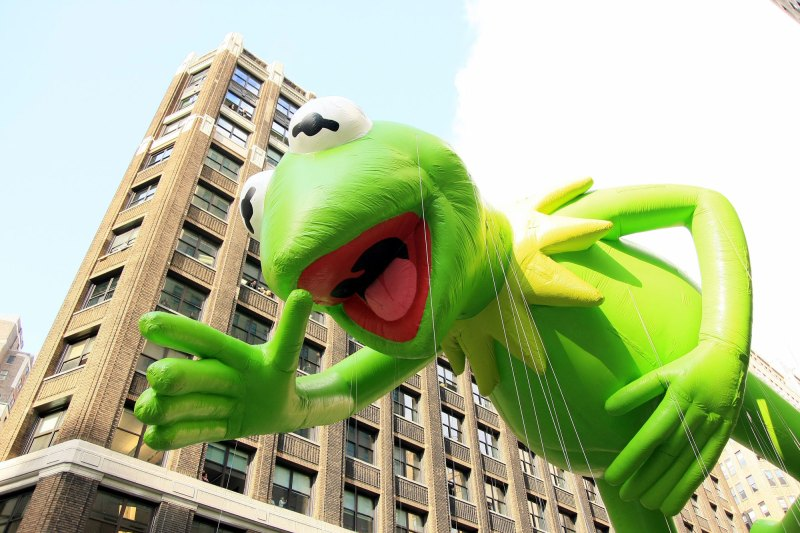 kermit-the-frog-in-macys-thanksgiving-day-parade