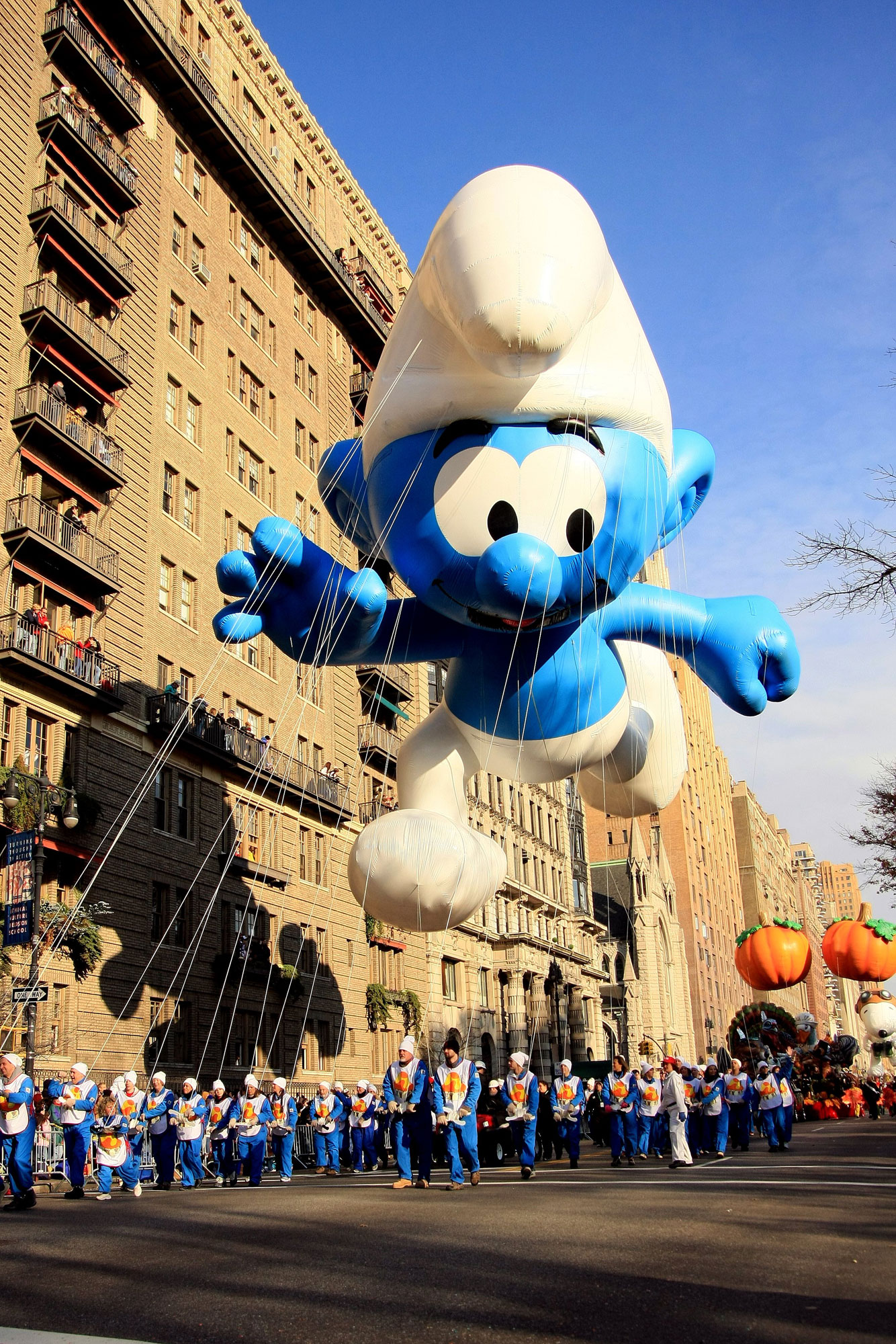 Macy S 10th Birthday Party At Dylan S Candy Bar: Smurf-in-macys-thanksgiving-day-parade.jpg